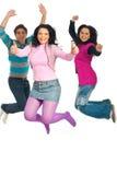 Het succesvolle vrienden springen Royalty-vrije Stock Afbeelding
