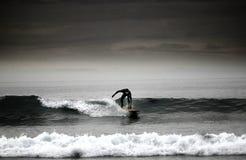 Het surfen op de zuidwestenkust Devon Stock Afbeelding