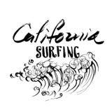 Het Surfen van Californië de Van letters voorziende druk van de de schets handdrawn serigrafie van de borstelinkt Royalty-vrije Stock Fotografie