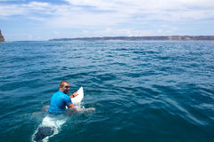 Het surfen van een golf Royalty-vrije Stock Fotografie