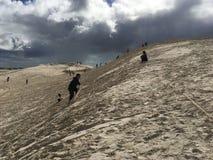 Het surfen van zandduinen in Australië royalty-vrije stock afbeelding
