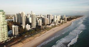 Het surfersparadijs is een kusttoevlucht op de Gouden Kust 2018 van Queensland ` s stock videobeelden