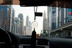 Het symbool van Allah het hangen in een auto in Doubai Royalty-vrije Stock Foto