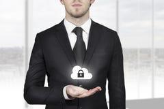 Het symbool van de de wolkenveiligheid van de zakenmanholding Royalty-vrije Stock Foto's