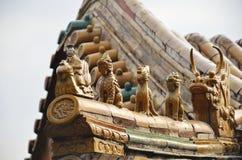 Het symbool van de keizer op het dak stock foto