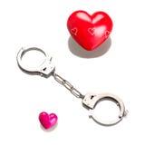 Het symbool van de liefde in geïsoleerd handcuffs Royalty-vrije Stock Afbeeldingen