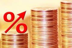 Het symbool van percenten op de achtergrond van geld stock afbeelding