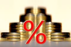 Het symbool van percenten op de achtergrond van geld royalty-vrije stock foto