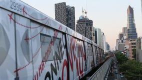 Het Systeem van de de Massadoorgang van Bangkok, als BTS of Skytrain algemeen wordt bekend die stock footage
