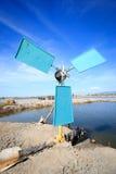 Het systeem van de windturbine in Vietnam: door de wind aangedreven machines stock fotografie