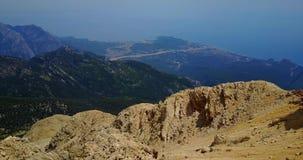 Het Taurus Mountains-landschap de mening van het vogeloog vanaf de bovenkant van Tahtali-berg stock videobeelden