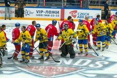Het team dankt de tegenstander voor een goed spel stock foto