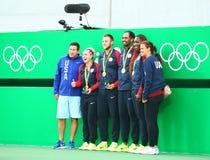Het team de V.S. mengde de spelers en de bussen van het dubbelentennis na medailleceremonie van Rio 2016 Olympics stock afbeeldingen