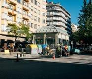 Het team die van asfaltarbeiders verse wegwerkzaamheden Barcelona stellen Stock Foto
