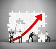 Het team heft de statistieken op royalty-vrije stock afbeeldingen