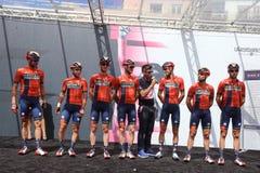Het team van Bahrein Merida Pro Cycling op het podium van het zesde stadium van de 102ste Reis van Itali? Cassino stock foto