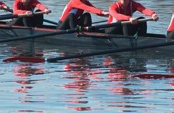 Het Team van de Boot van het Bereik van acht Roeispaan Royalty-vrije Stock Foto