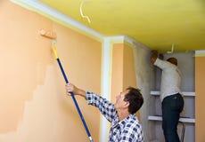 Het team van de vernieuwing het schilderen ruimte Stock Foto