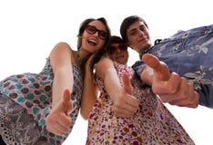 Het team van jonge mensen het tonen beduimelt omhoog Stock Foto