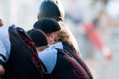 Het team van het middelbare schoolhonkbal in dugout royalty-vrije stock afbeelding