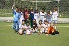 Het teamBACCALAUREUS IN DE EXACTE WETENSCHAPPEN SChwalbach van het voetbal na het winnen van de kop Royalty-vrije Stock Foto's
