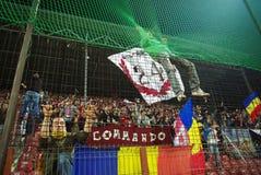 Het teamverdedigers van CFR Cluj in actie Stock Afbeeldingen