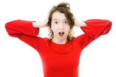 Het Teenagedmeisje in rode kleding lijdt aan spanning stock afbeeldingen