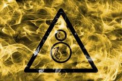 Het tegen roterende teken van de de waarschuwingsrook van het rolgevaar Driehoekige wa Stock Foto