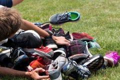 Het tegenkomen een stapel van schoenen Royalty-vrije Stock Afbeeldingen