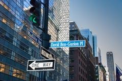 Het teken aan de Straat van het Oosten drieënveertigste van David Ben Gurion Place vroeger tussen Vanderbilt en Madison Avenues stock fotografie