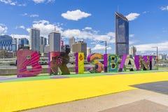 Het teken en de wolkenkrabbers van Brisbane Stock Fotografie