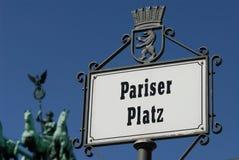 Het teken en quadriga van Platz van Pariser Royalty-vrije Stock Afbeeldingen