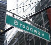 Het Teken NYC van de Straat van Broadway Stock Foto's