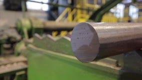 Het teken op de Hamer van metaal grondstoffen stock footage