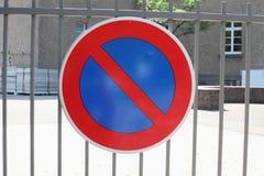 Het teken op de poort. Stock Foto's