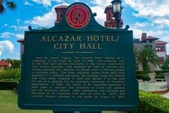 Het teken van het Alcazarhotel op Lightner-Museumgebied bij de Historische Kust van Florida royalty-vrije stock foto