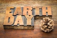 Het teken van de aardedag in letterzetsel houten type Stock Afbeeldingen