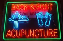 Het Teken van de Acupunctuur van het neon stock afbeelding
