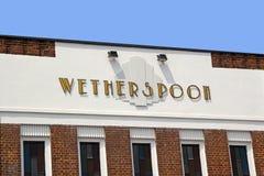 Het teken van de art deco wetherspoon bar Stock Foto