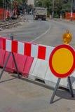 Het teken van de bouwbarrière met geel waarschuwingslicht 3 Stock Fotografie