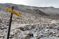 Het teken van de Cholapas op meest everest de trekkingsroute van het basiskamp royalty-vrije stock foto