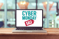 Het teken van de Cybermaandag op laptop computer Vakantie online het winkelen concept Mening van hierboven Stock Foto