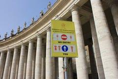 Het teken van de de kledingscode van Vatikaan Stock Fotografie
