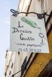 Het teken van de de wijnwinkel van La Derniere Goutte in Parijs, Frankrijk Royalty-vrije Stock Fotografie