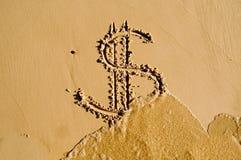Het teken van de dollar dat in het zand wordt getrokken Royalty-vrije Stock Fotografie