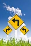 Het teken van de draai met aardige hemel Stock Afbeelding
