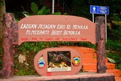 Het teken van de het Waarnemingscentrumtoren van de signaalheuvel in Kota Kinabalu, Maleisië royalty-vrije stock foto's
