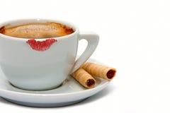 Het teken van de lippenstift op een kop van koffie Royalty-vrije Stock Afbeelding