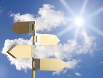 Het teken van de richting onder zon Stock Foto