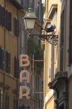 Het teken van de staaf in de oude straat van Rome Royalty-vrije Stock Foto's